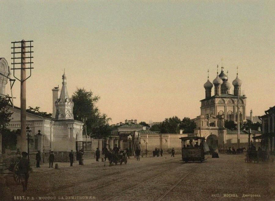 Rua Malaia Dmitrovka. Década de 1890. Linha de bonde operou ali até 1953