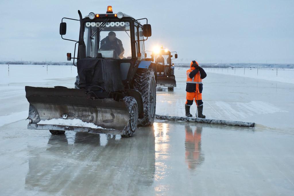 Jalan es antara Salekhard dan Labytnangi.
