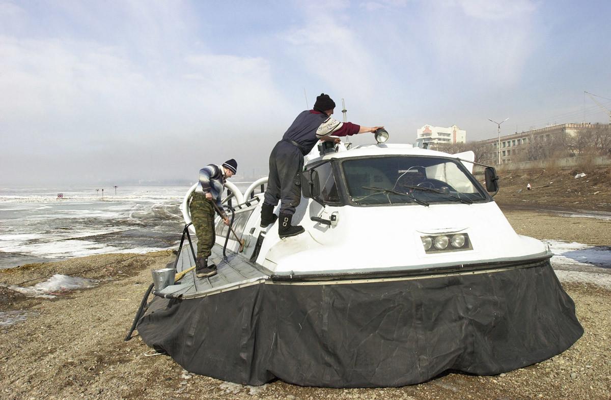 Sebuah hovercraft, di Chita.