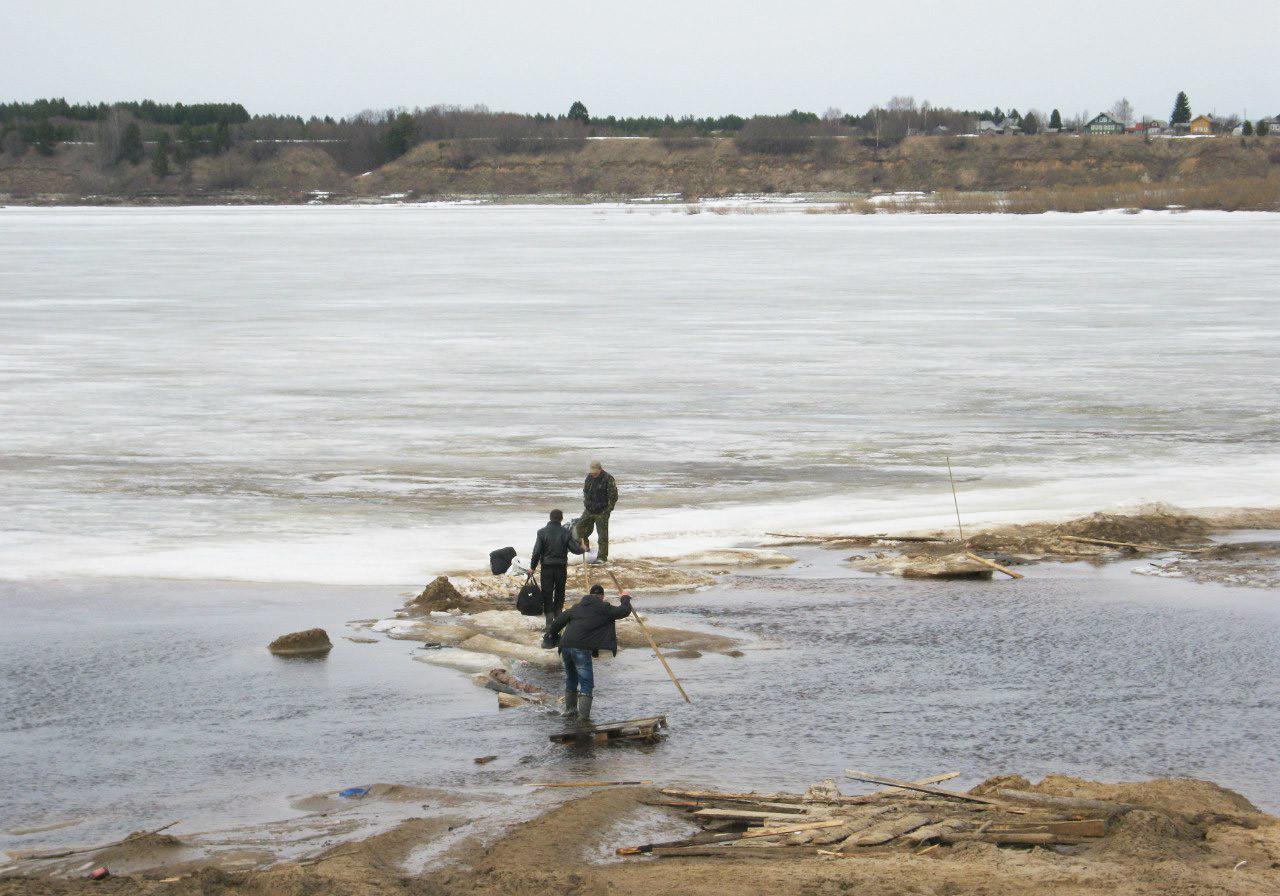 Sungai Dvina Utara di musim semi.