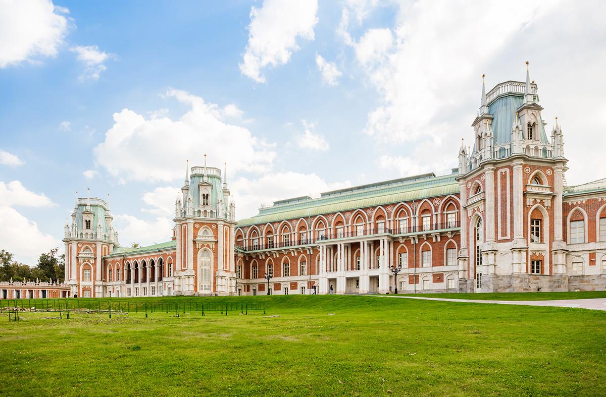 Бивша летња резиденција Катарине Велике је сада оаза зеленила у пространом јужном делу Москве.