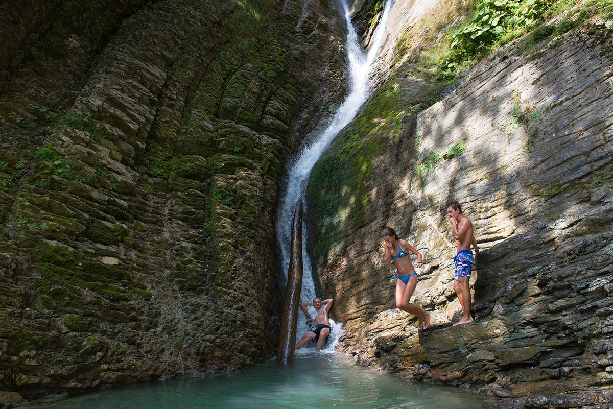 Купачи код Ореховског водопада, река Безуменка, Хостински рејон, Сочи.