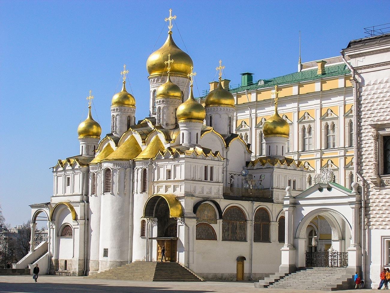 Katedral Blagoveschensky di dalam Kremlin Moskow.
