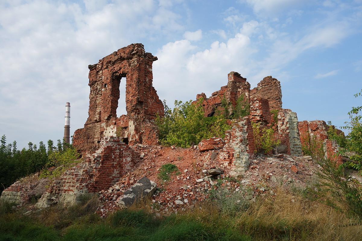 Die Ruinen des ehemaligen Hauses des Direktors der Barrikaden-Fabrik, in dem sich der Kommandoposten der 138. Infanteriedivision befand.