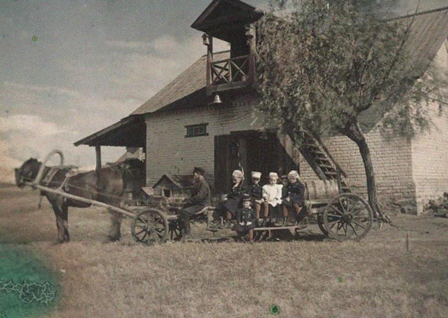 Hijos de Kozakov. La finca de Nikólskoe en la región de Simbirsk (actualmente Uliánovsk). 1910.