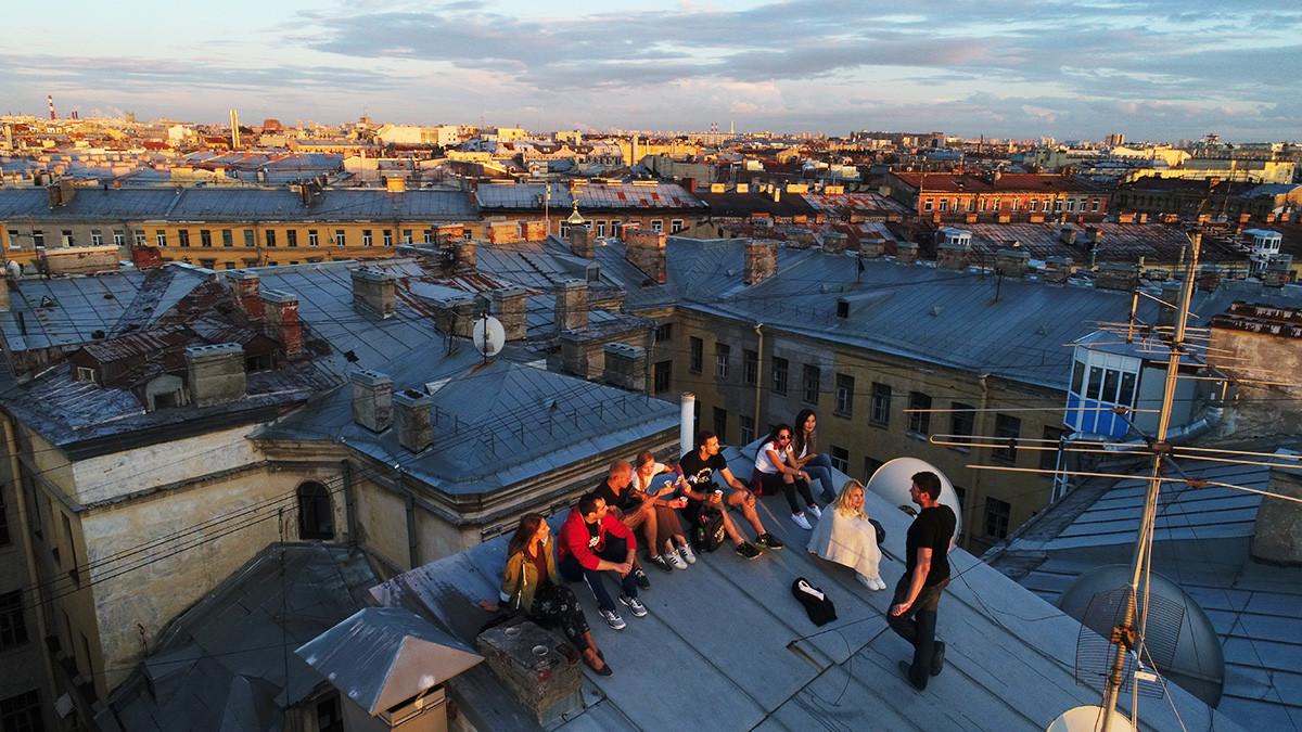 Ekskurzija po krovovima u Rubinštajnovoj ulici, Sant-Peterburg, Rusija, 27. srpnja 2017.
