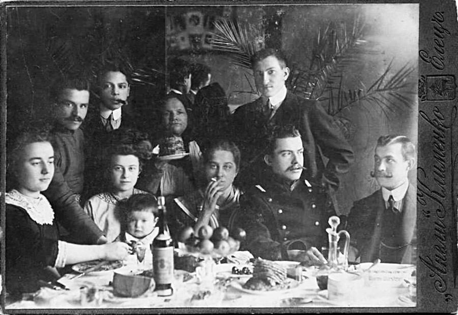 Festessen zur Masleniza (Butterwoche), Region Orjol, Stadt Jelez, 1903.