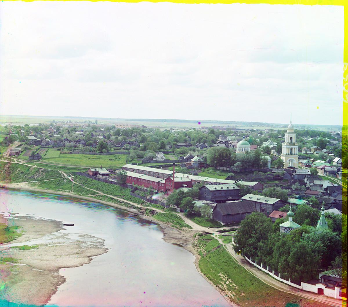 Ržev. Pogled na del kneza Dmitrija čez reko Volgo. Desno: Okovecka Katedrala. Poletje 1910.