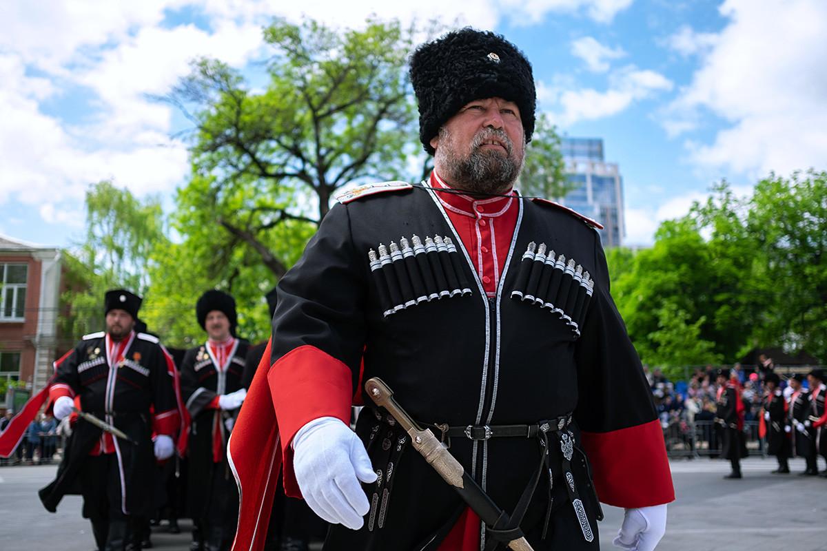 Participantes do desfile cossaco em Krasnodar.