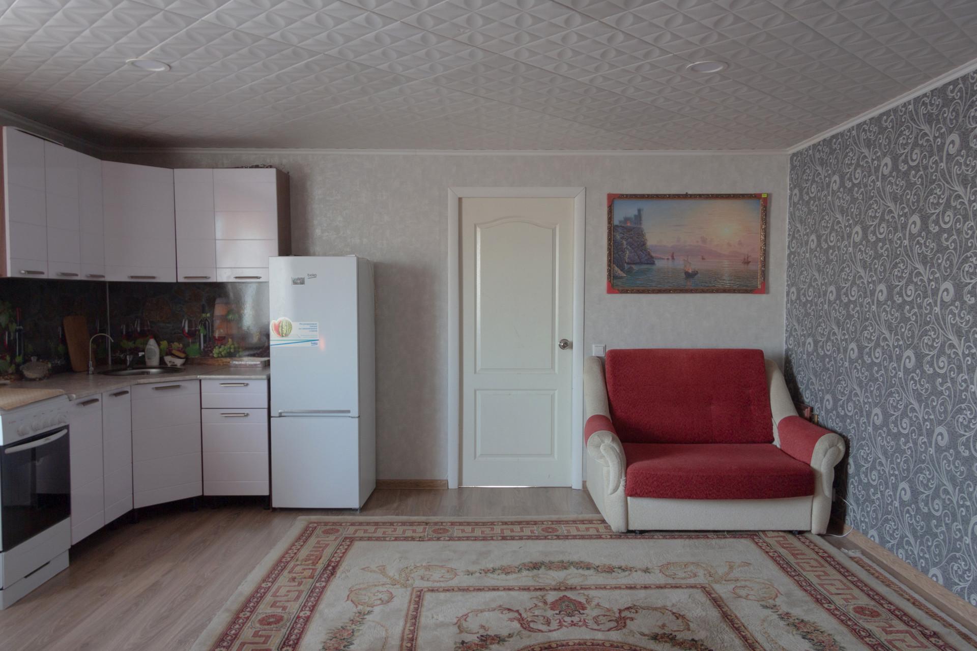 3階建てのガレージのキッチン