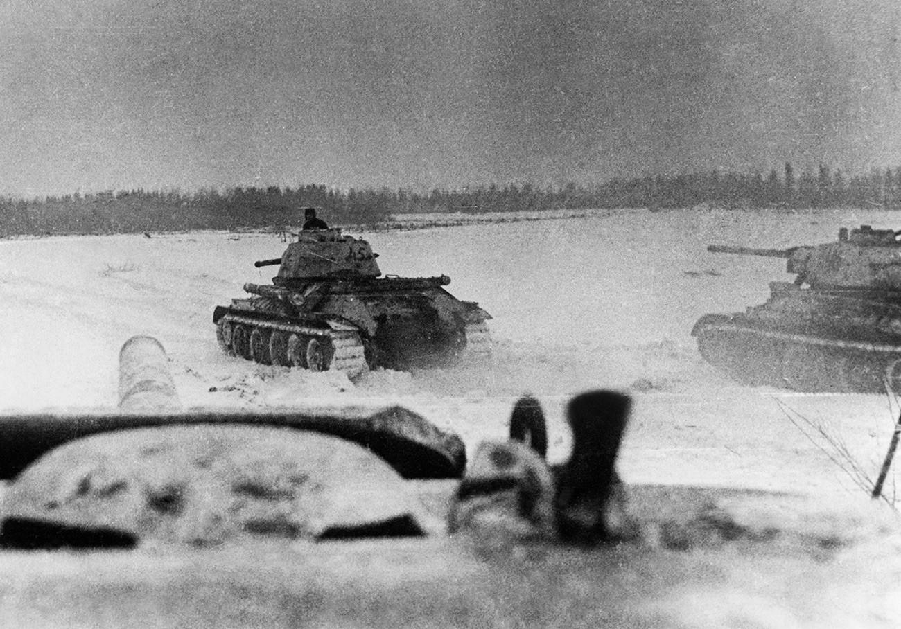 Une unité soviétique se bat contre les forces ennemies qui avancent sur Stalingrad