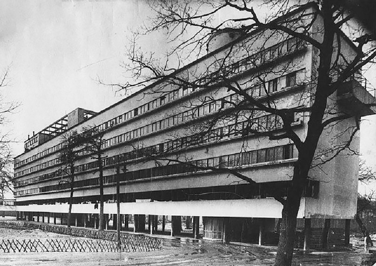 Narkomfin building in the 1930s.
