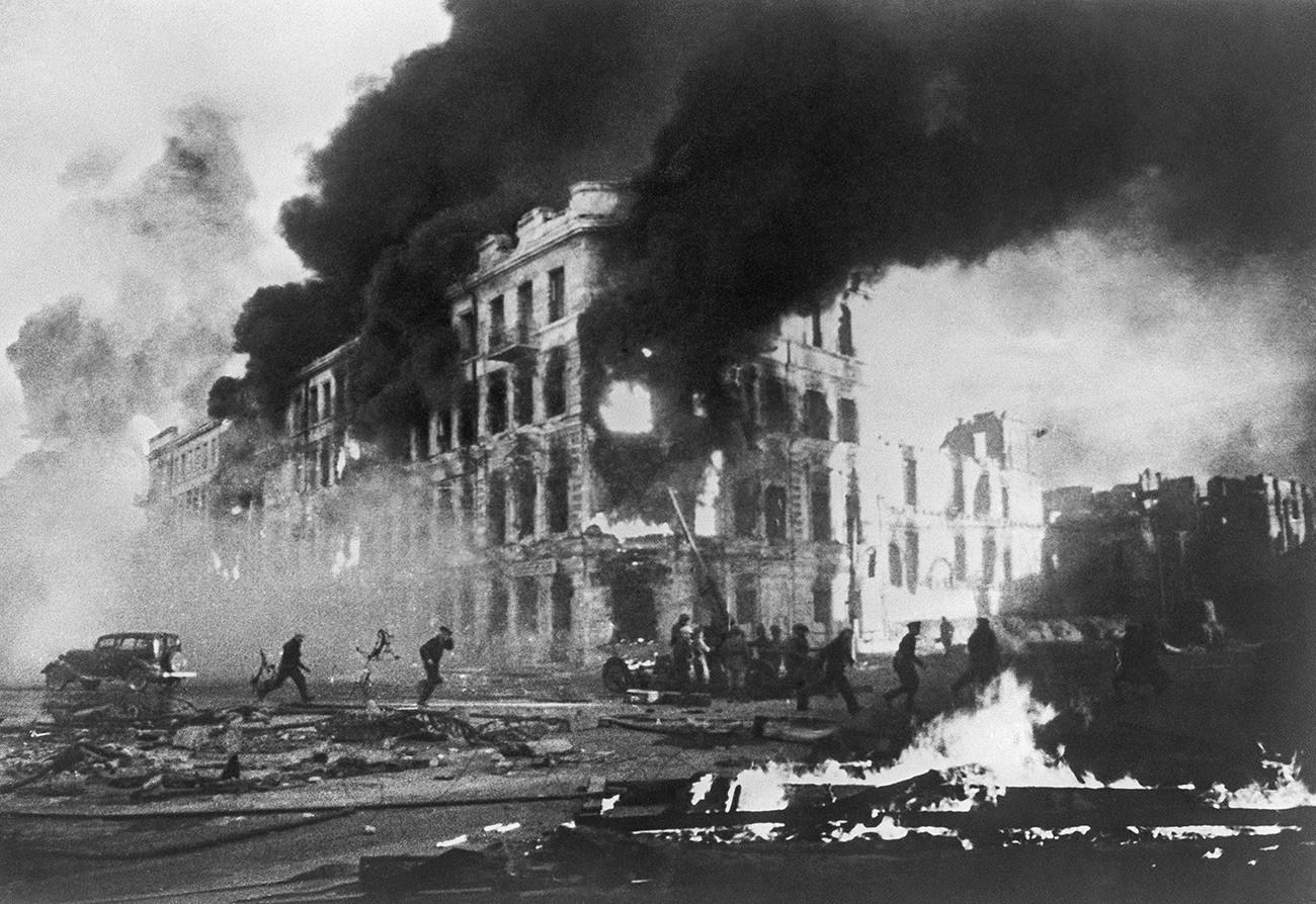 Staljingrad tokom napada neprijateljskog zrakoplovstva.