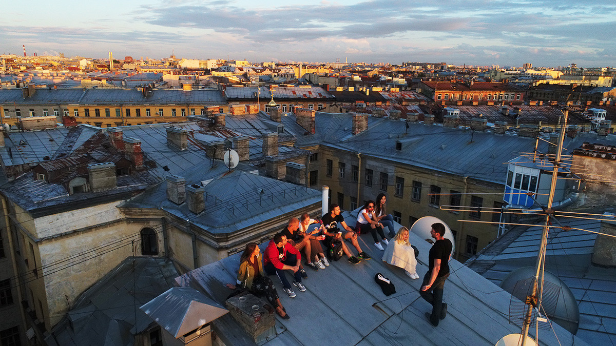 A guided tour around the rooftops in Rubinstein Street.