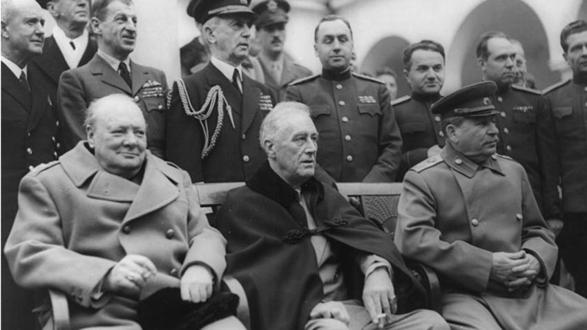 Premijer Velike Britanije Winston Churchill, predsjednik SAD-a Franklin Roosevelt i čelnik SSSR-a Josif Staljin.