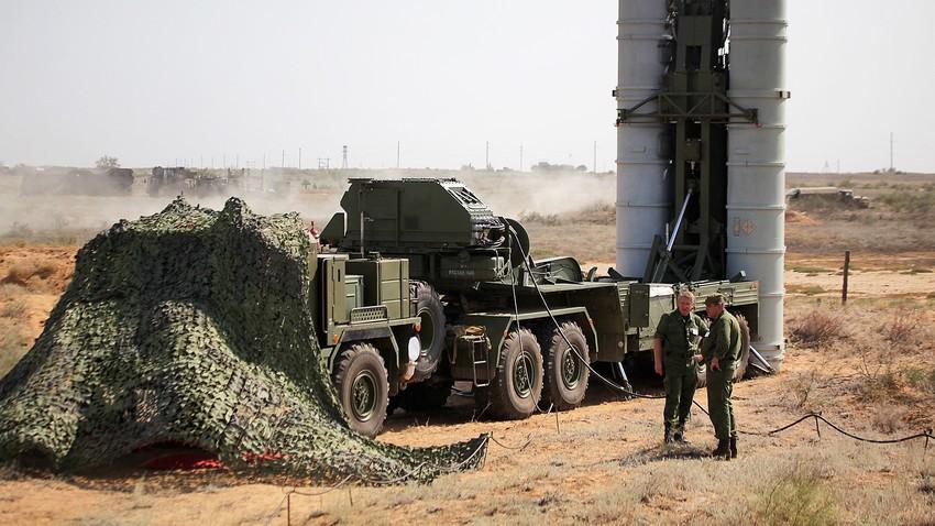 Complejo de misiles antiaéreos S-400.