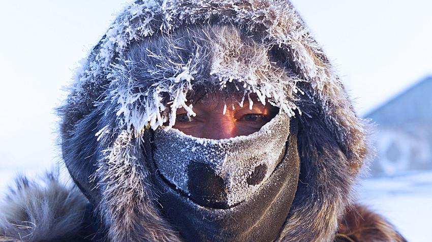 Seorang turis Norwegia di Oimyakon, saat suhu turun ke -47 °C.