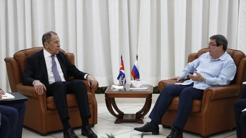 Los cancilleres ruso y cubano, Serguéi Lavrov y Bruno Rodríguez Parrilla, durante el encuentro que mantuvieron en Santiago de Cuba.