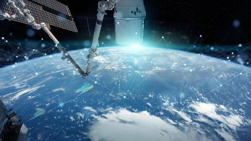 Сателит за размену података.