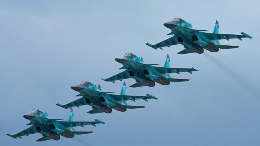 Cazabombarderos rusos Su-34.