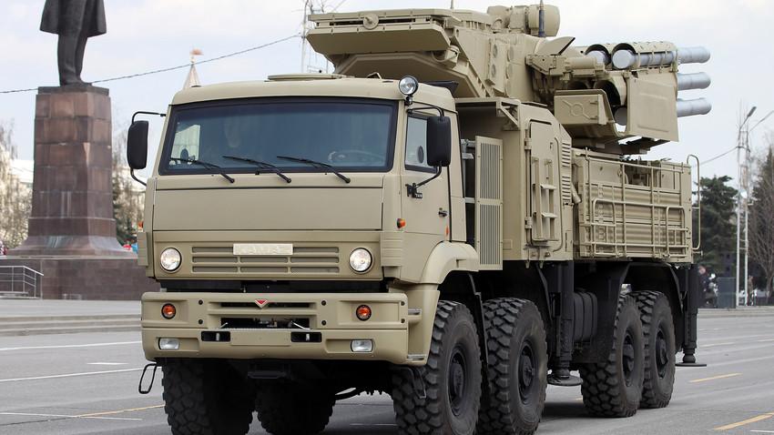 """Хибридни топовско-ракетни систем """"Панцир С1"""""""
