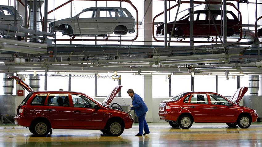 Ligne d'assemblage de l'usine AvtoVAZ à Togliatti (Volga)