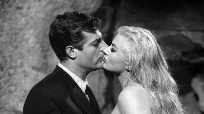 """Una scena del film """"La dolce vita"""" diretto da Federico Fellini"""