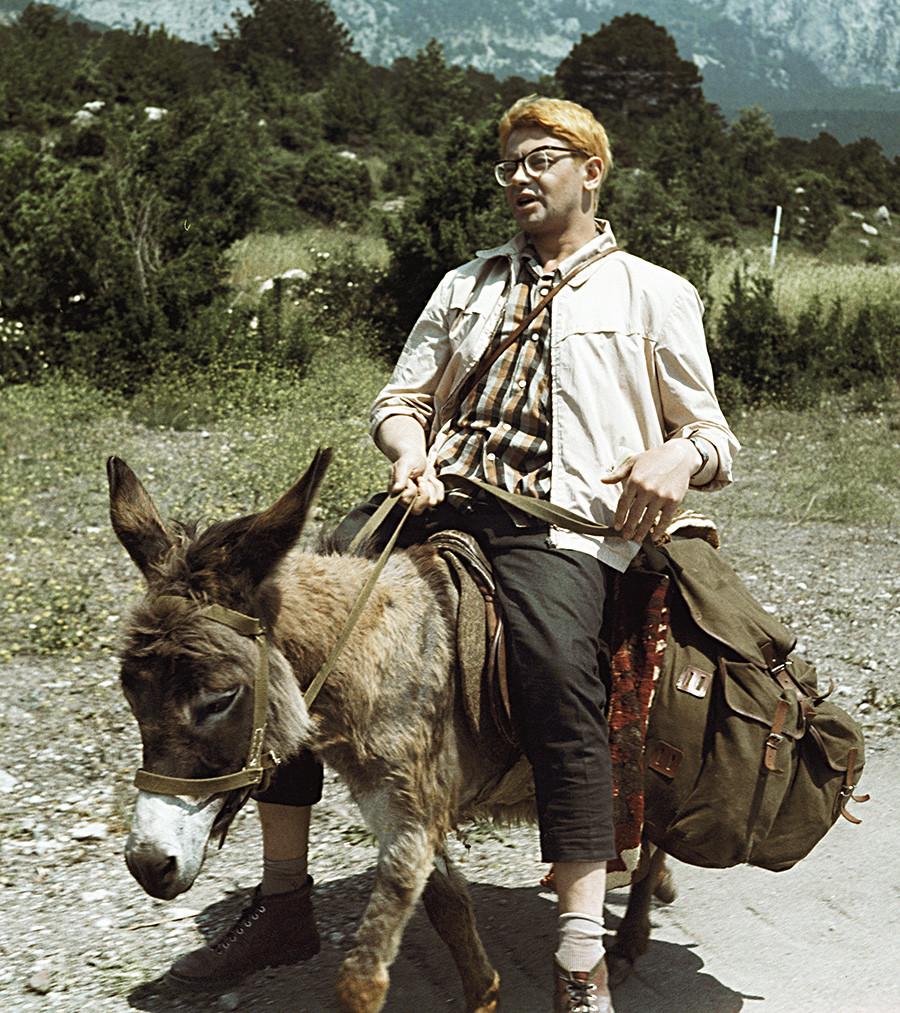 """Sebuah adegan dalam film """"Kidnapping, Caucasian Style"""" karya sutradara Leonid Gaidai."""