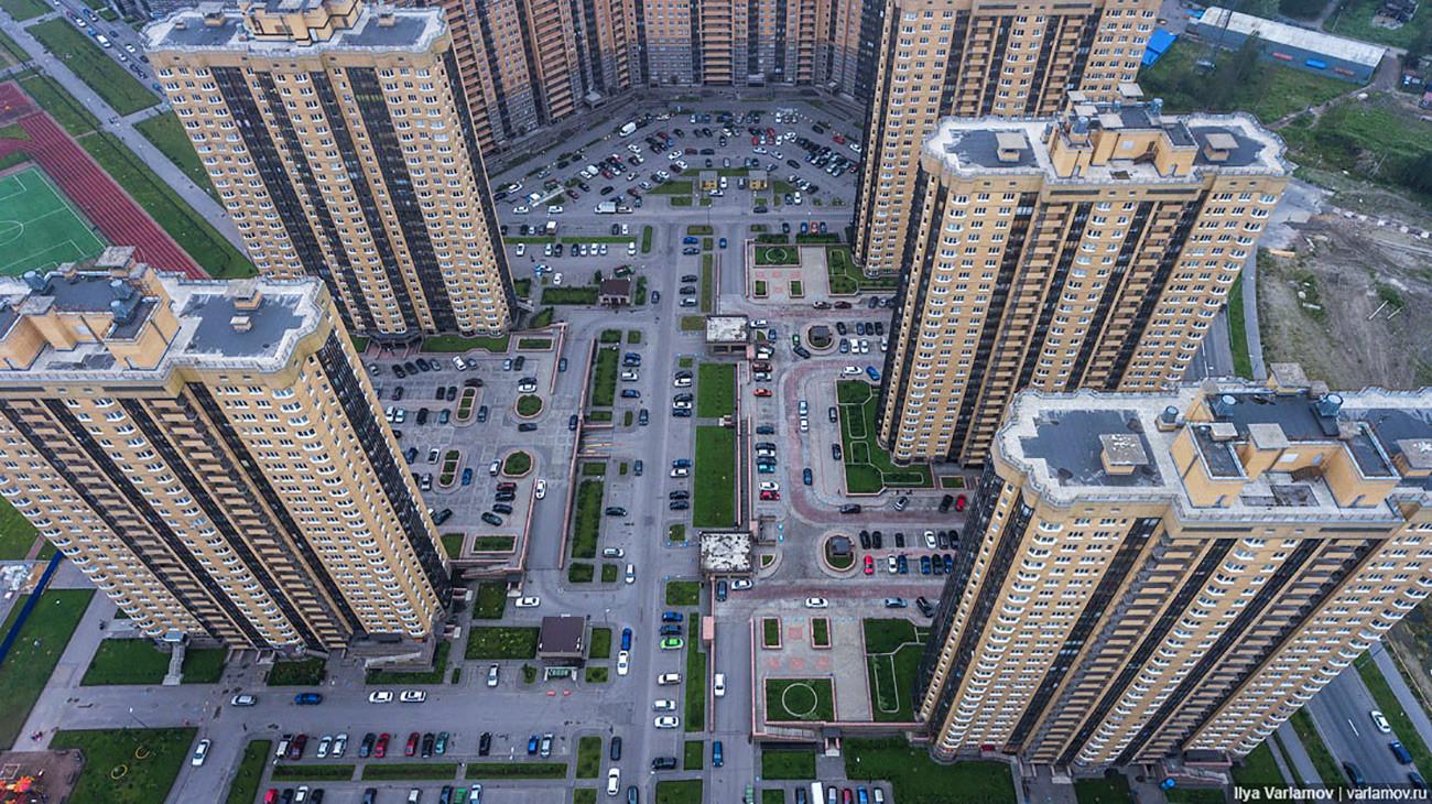 サンクト・ペテルブルク市にあるパルナス地区の高層住宅街