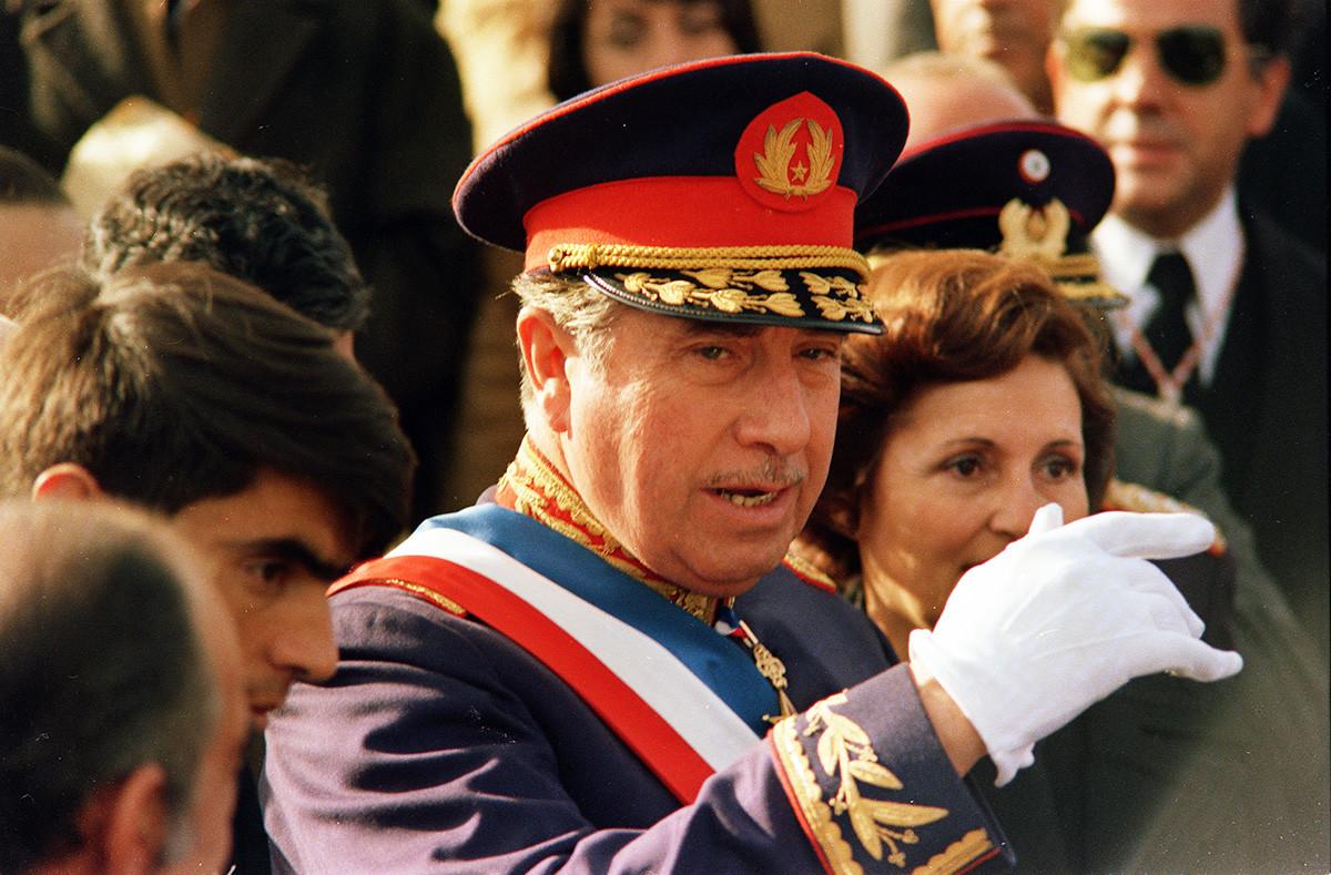 アウグスト・ピノチェト、チリの大統領、1975年の撮影