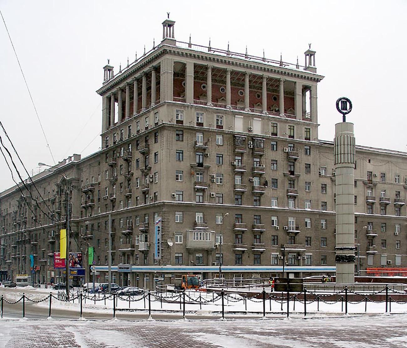 Stanovanjska zgradba na Kutuzovskem prospektu 35 v Moskvi (fotografija iz obdobja 1938-1941)