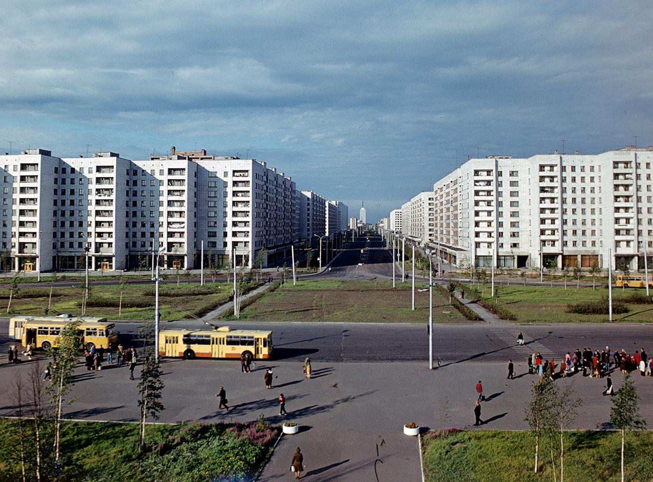 Nove brežnjevke leta 1981 v Arhangelsku na Engelsovi ulici