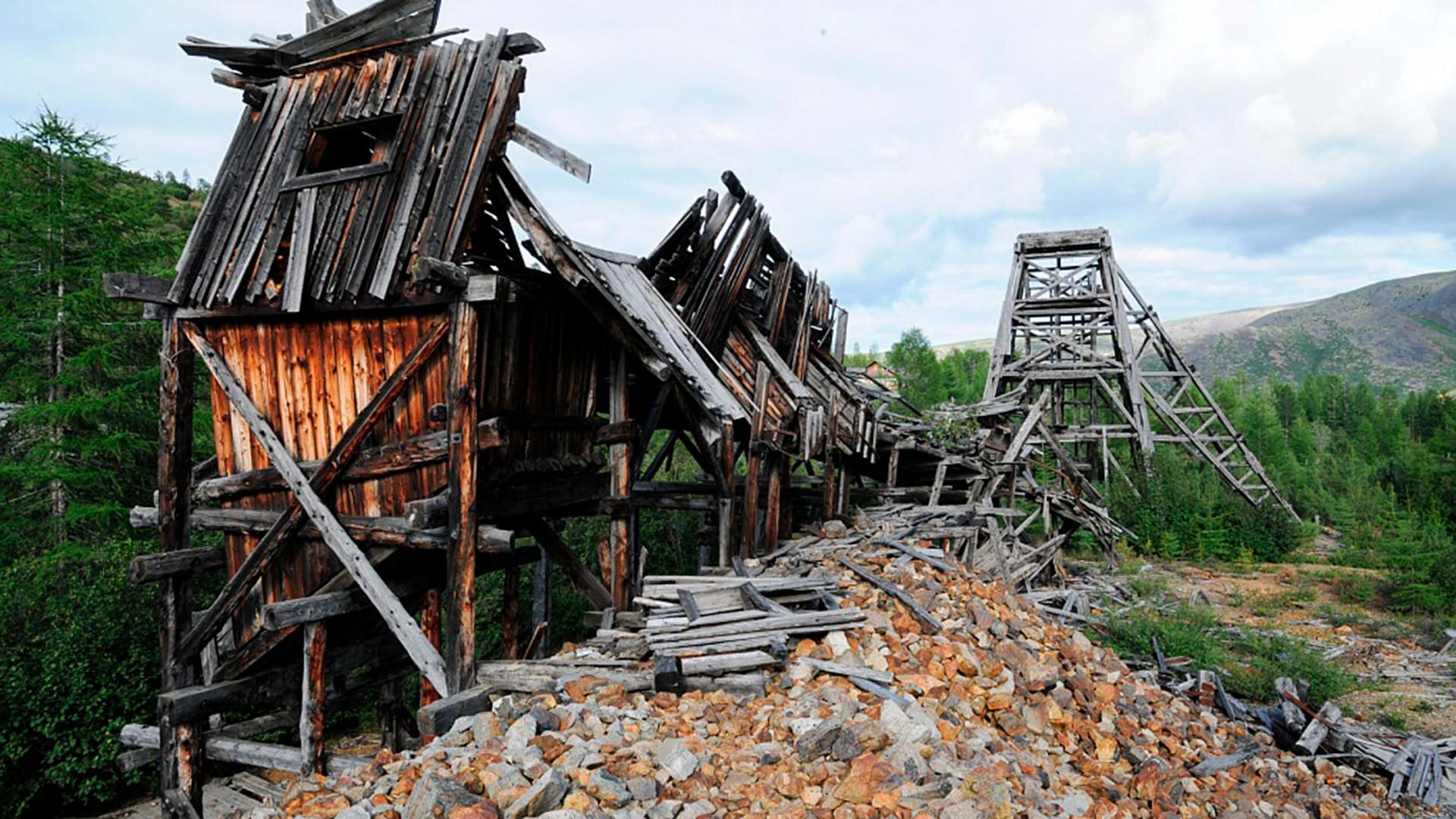 El campamento de Dnieper y una mina en la región de Magadán, 2014