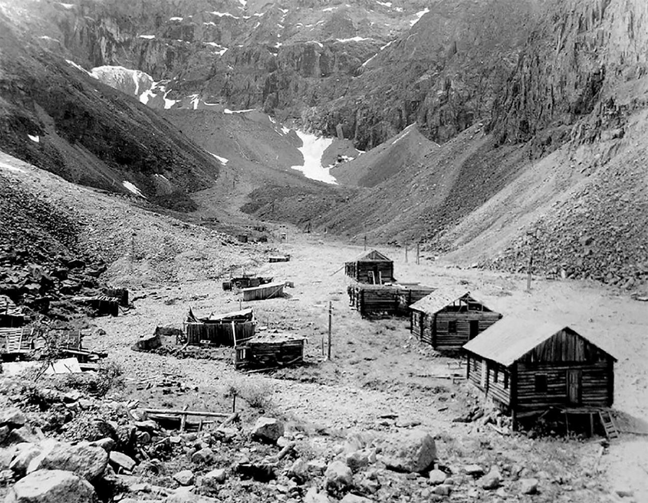 Жилищна зона на лагера, къщи и служебни помещения