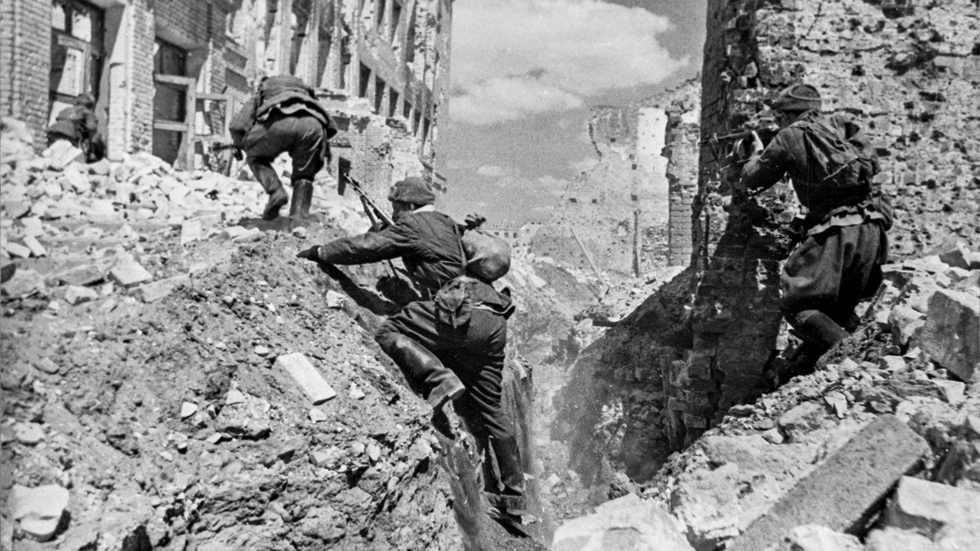 La Gran Guerra Patria de 1941-1945. Lucha en una de las calles de Stalingrado