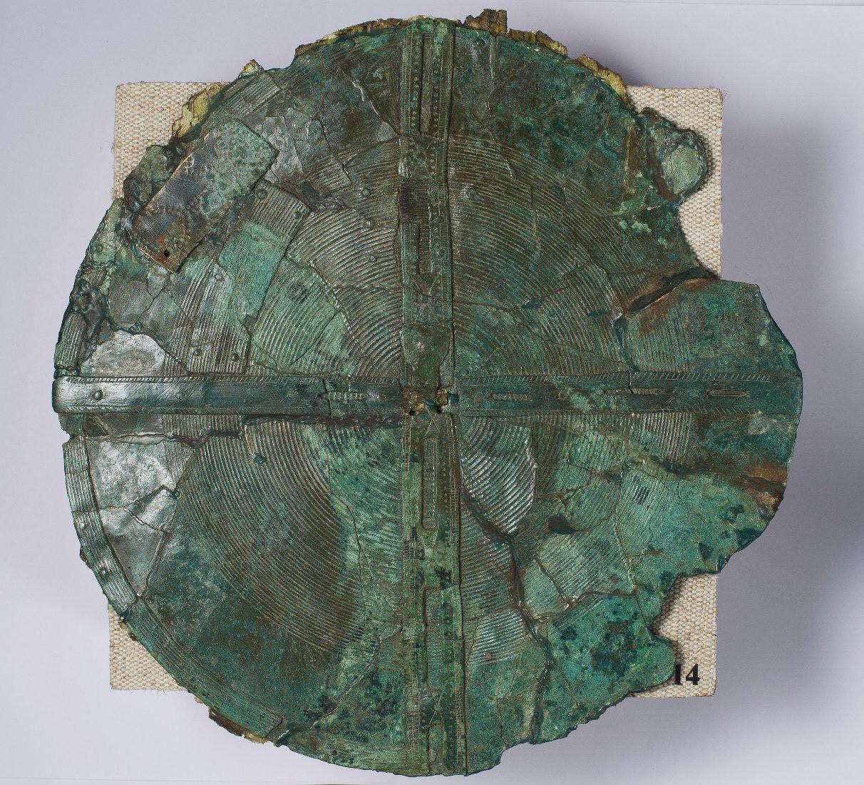 胸の留め具、紀元前4世紀