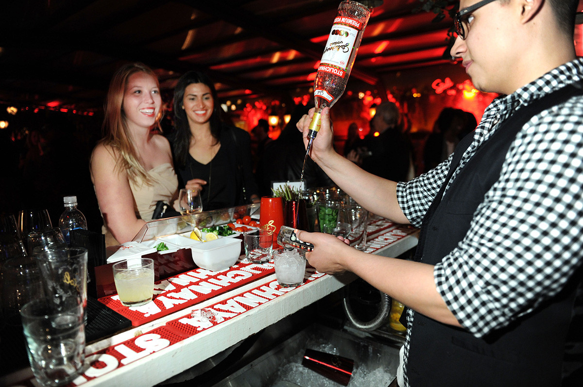 Pesta yang dipandu oleh vodka Stolichnaya pada Festival Film Tribeca 2012, New York, 2012.
