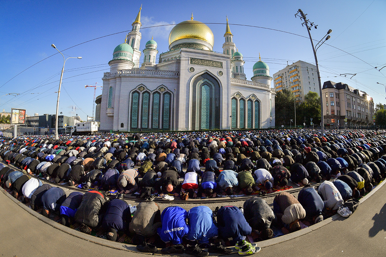 The Muslims on the day of the feast of the sacrifice Eid al-Adha at the Moscow Cathedral mosque.