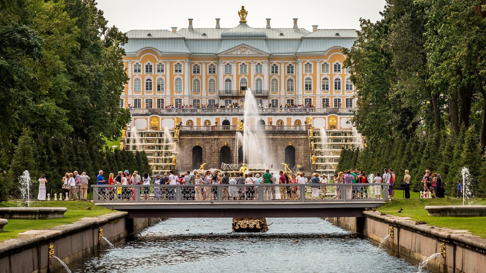 Palais de Peterhof, aux abords de Saint-Pétersbourg
