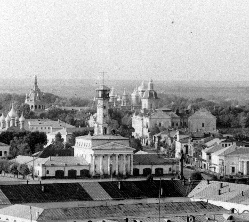 Kostroma. From left: Church of Nativity (razed); West gate tower of convent; fire watch tower with convent Church of Smolensk Icon behind; convent Epiphany Cathedral; Church of St. Nicholas (razed); I. P. Tretyakov building. Summer 1910.