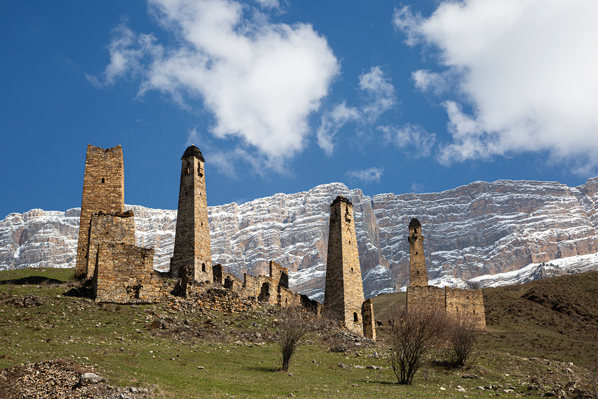 Tower complexes of the Dzheyrakhsky gorge of Ingushetia in the spring