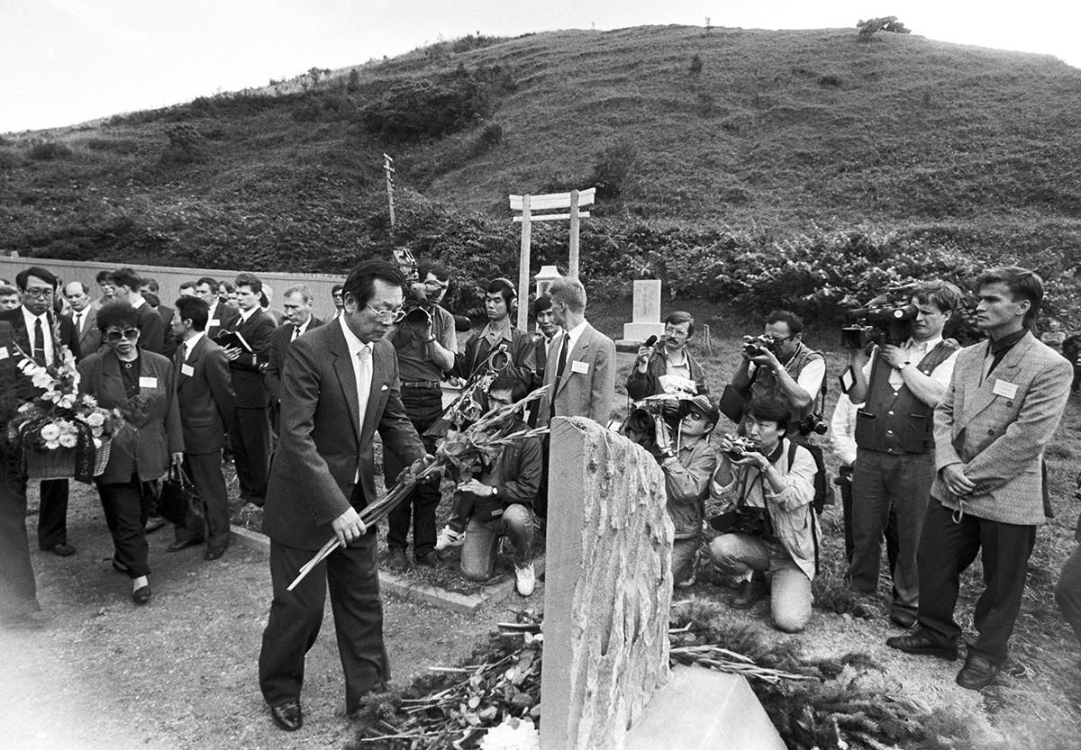 大韓航空007便事件で亡くなった犠牲者の記念碑、サハリン州、1993年