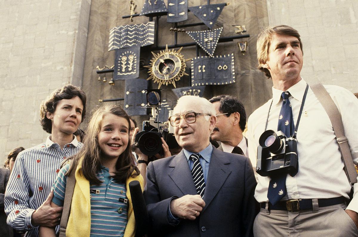 ソ連を訪れたサマンサ・スミス(左から2人目)
