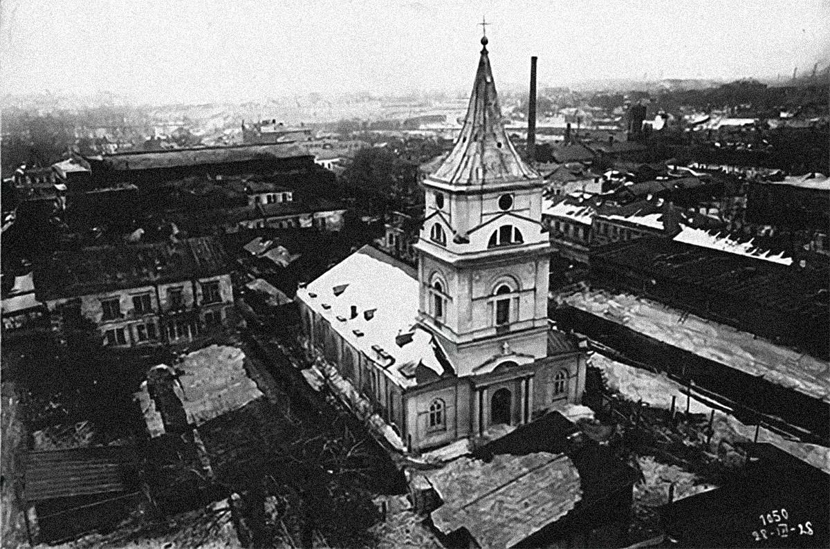 Лютеранская кирха св. Михаила, в подклете которой был захоронен Яков Брюс. Стояла на месте комплекса ЦАГИ между ул. Радио и Новокирочным переулком. Снесена в 1928.