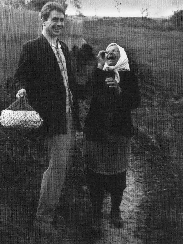 おばあちゃんと孫 (モスクワ地方、1966年)