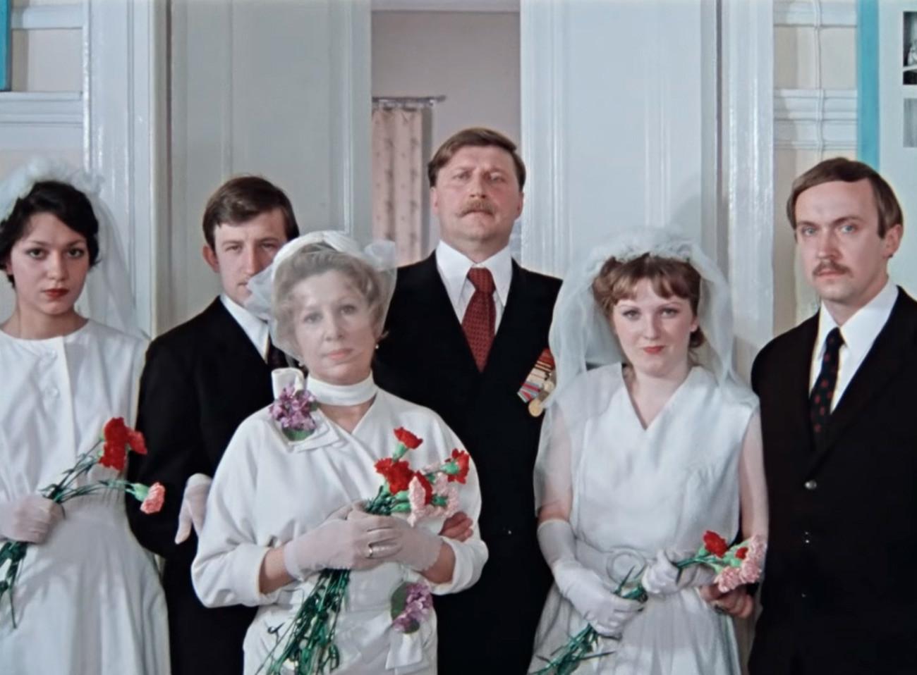 Poročni prizor iz filma Pokrovskije vorota, 1982