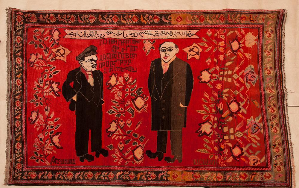 Le leader de la révolution mondiale, Vladimir Lénine, et le leader de l'Orient, Nariman Narimanov, tapis, 1920