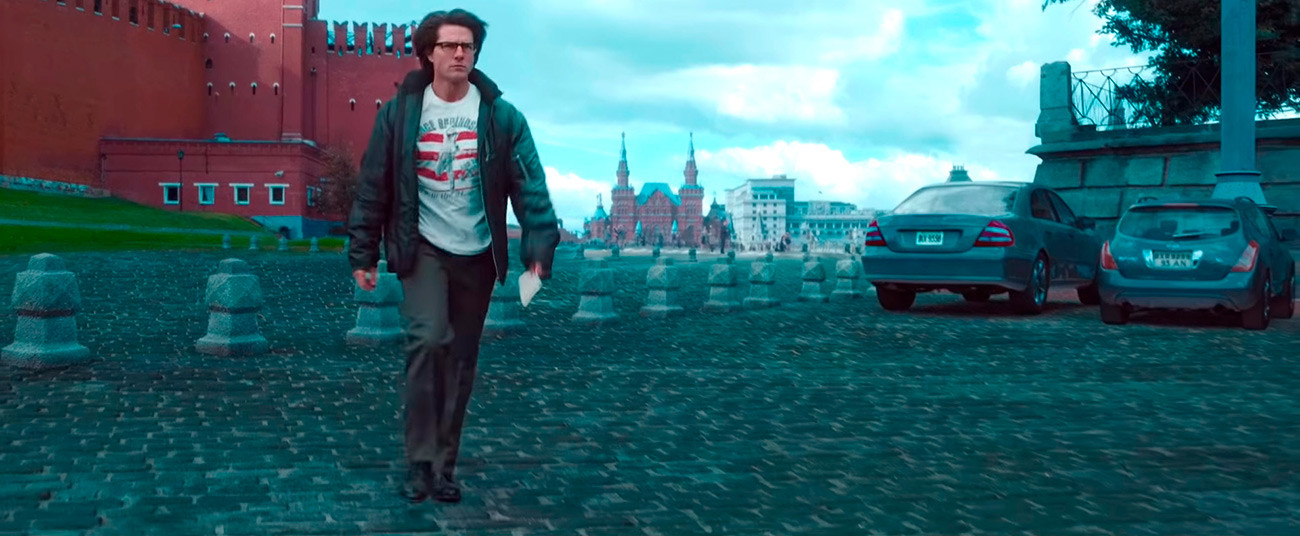 As Tom Cruise walks away from fictional about-to-explode double of the Kremlin, the parked cars bear decidedly non-Russian license plates