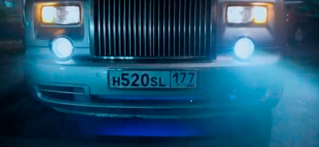 License plate on the car driven by Mila Jovovich in Moscow has Latin alphabet letters