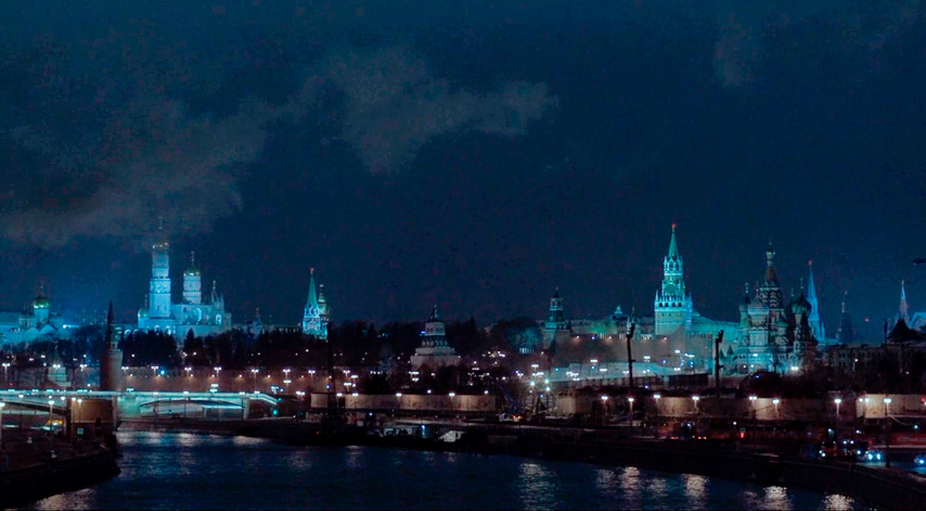 This panorama of the Kremlin in the Americans is authentic - yet, until 2010 the massive brutalist Rossiya hotel, since demolished, would have been at the forefront of it